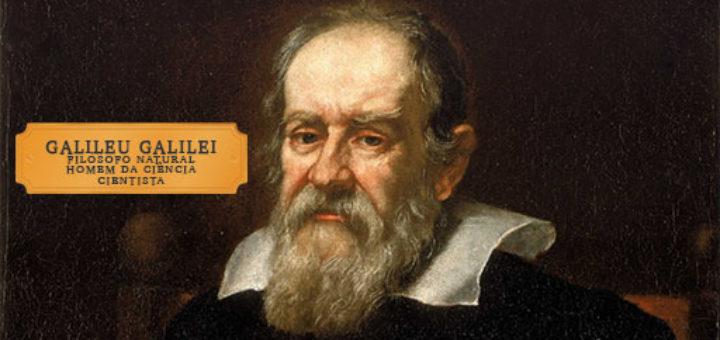 """Pintura - Retrato do cientista Galileu Galilei com placa contendo o nome """"Galileu Galilei"""" e o título de """"filósofo natural/homem da ciência/cientista""""."""